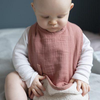 grand bavoir bébé bio rose fabelab