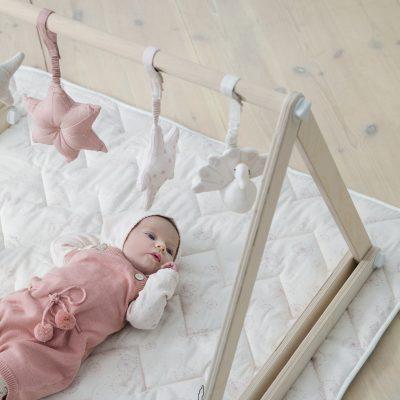 hochet à suspendre bébé rose