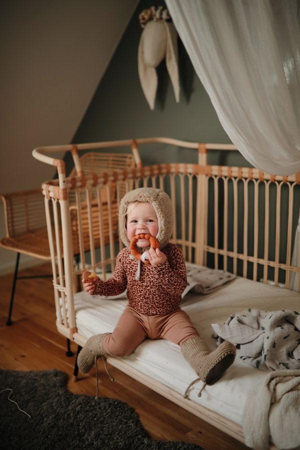 lit bébé original en rotin naturel bermbach